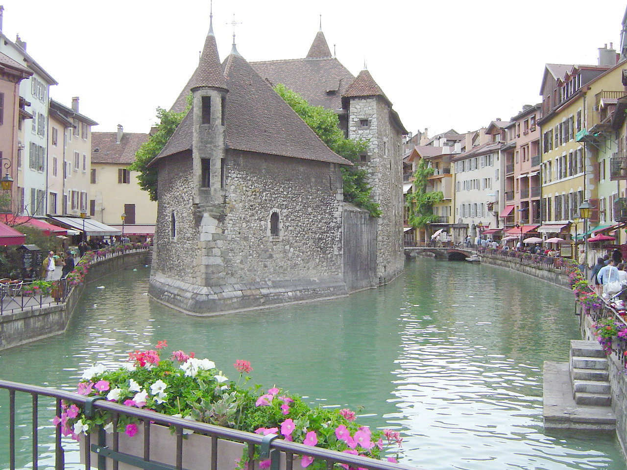 Fond d 39 cran image prison d 39 annecy photo de de roose morgan for Bureau plus annecy